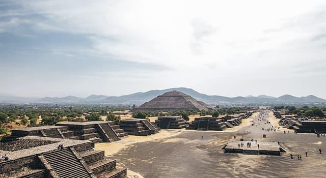 Geschichte Wissensfrage: Wer war der Herrscher über das Reich der Azteken während des Kampfs gegen die Spanier?