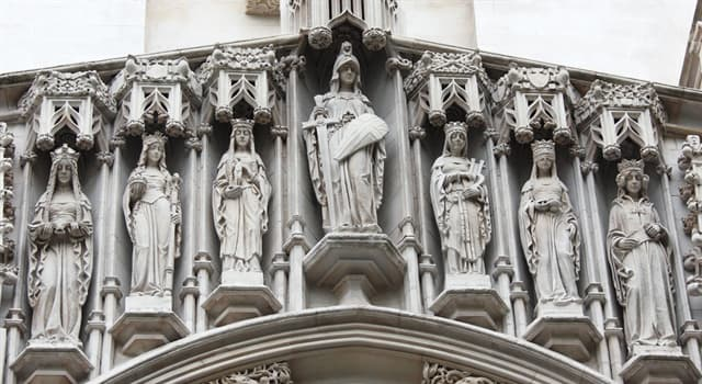 Culture Trivia Question: Which statue is the smallest public statue in London?