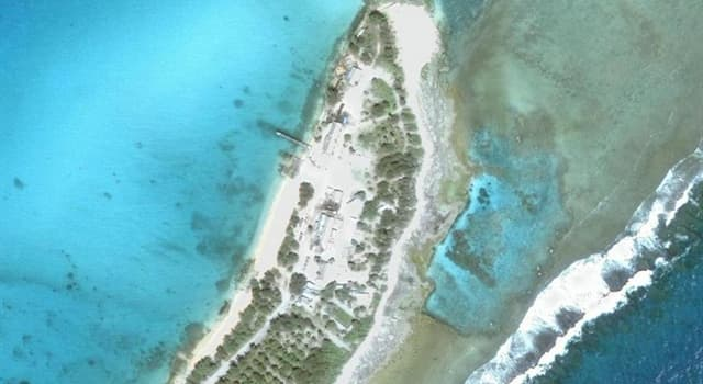 Geography Trivia Question: How many islands does Enewetak Atoll consist of?