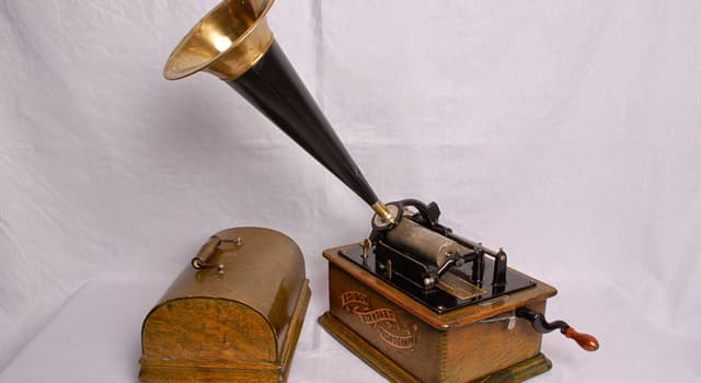 Science Trivia Question: Which device was the first to be able to reproduce the recorded sound?