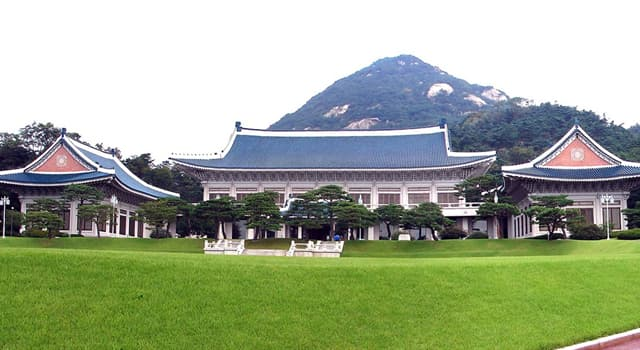 Society Trivia Question: What is the official residence of the President of South Korea?
