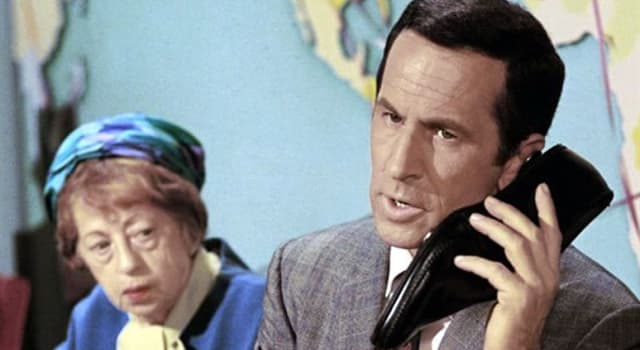 """Películas y TV Pregunta Trivia: ¿A quién se dirigía Maxwell Smart cuando decía: """"bien pensado 99"""" en la serie llamada """"Superagente 86""""?"""