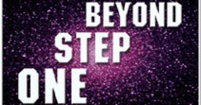 """Películas y TV Pregunta Trivia: ¿En qué año se estrenó en la televisión la serie """"Beyond step one"""" (un paso al más allá)?"""