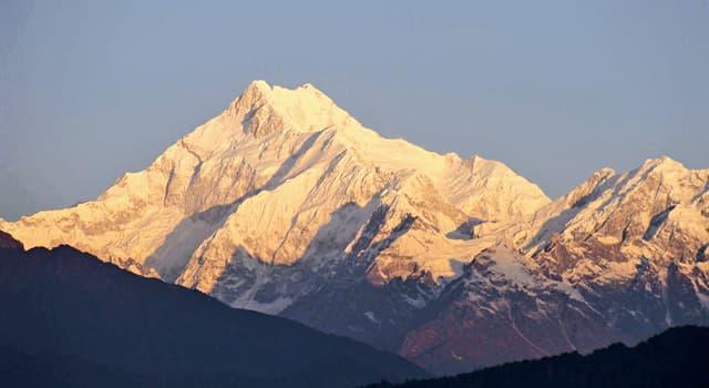 Geografía Pregunta Trivia: ¿Qué significa en español el nombre Kanchenjunga?