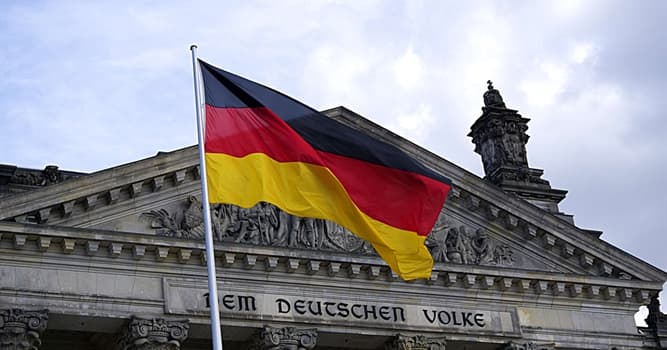 Gesellschaft Wissensfrage: Wie hieß der erste Bundeskanzler in Deutschland?