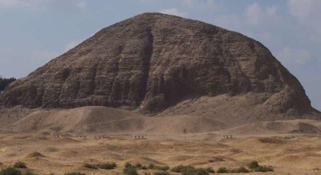 Historia Pregunta Trivia: ¿Cuántos metros de altura tiene la pirámide de Hawara (El Fayum)?