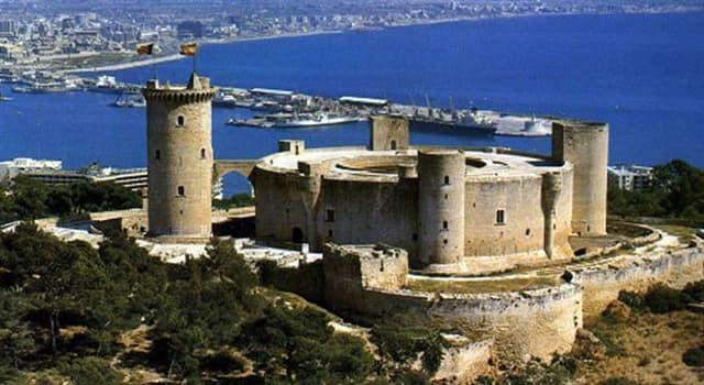 Geografía Pregunta Trivia: ¿En qué isla española está el único castillo de planta circular que hay en España?