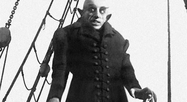 Películas y TV Pregunta Trivia: ¿Qué libro inspiró al director alemán F. W. Murnau para su película Nosferatu (1922)?