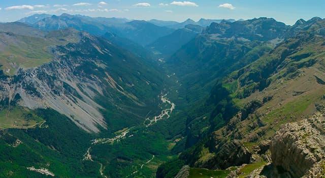 Naturaleza Pregunta Trivia: ¿Qué agente geológico originó el Valle de Pineta, que aparece en la imagen?