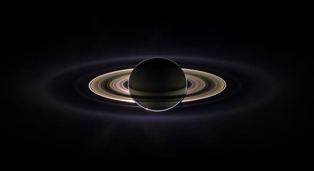 Сiencia Pregunta Trivia: ¿Cómo es la densidad de Saturno respecto a la del agua?
