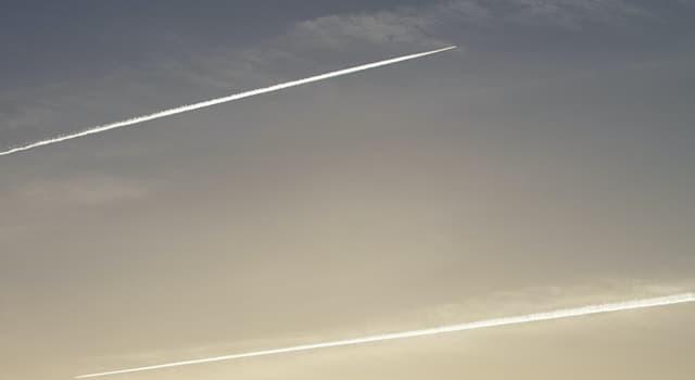 Сiencia Pregunta Trivia: ¿Por qué los aviones a reacción dejan estelas blancas en el cielo?